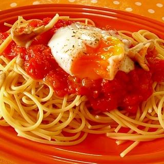 フレッシュトマトソースと半熟卵のパスタ