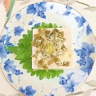 ゴマ豆腐に、茎わかめ