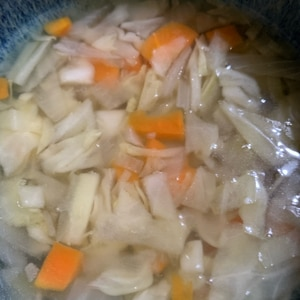 大根と人参と玉ねぎのコンソメスープ♪