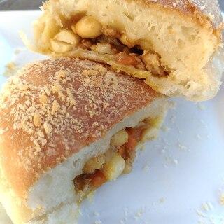 ヘルシー☆チキンビーンズの焼きカレーパン