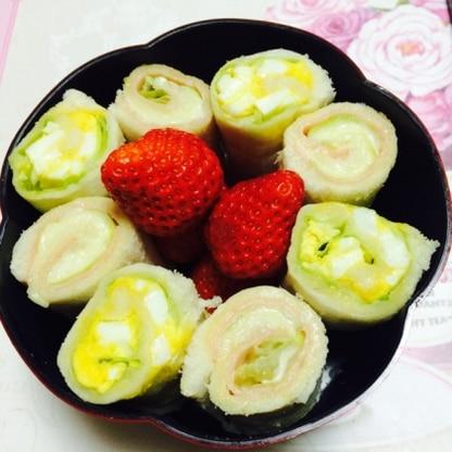 こんばんは〜♪昨日は 昼から少し晴れたので お花見弁当にINです。 冷蔵庫で冷やしフライパンで焼くといつものより 美味しさがUPされて美味しいですね!おごち様♡