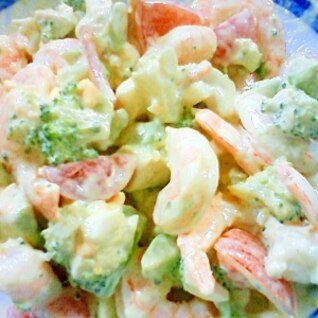混ぜるだけ♪彩りきれいな海老アドガボのサラダ