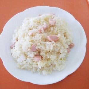魚肉ソーセージとキャベツのチャーハン