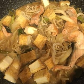 鮭と厚揚げのちゃんちゃん焼き風みそ煮込み