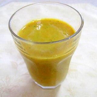 南瓜と人参の黄色いジュース