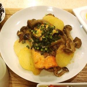 鮭とじゃがいもの味噌マヨチーズ焼き