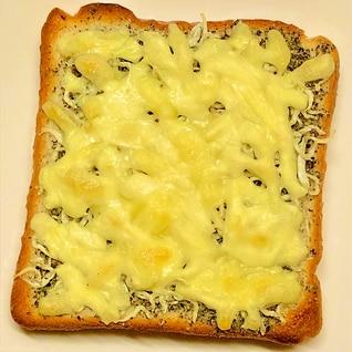 カルシウムたっぷり!じゃことゴマのチーズトースト