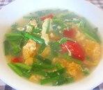 ニラ、トマト、卵のスープ
