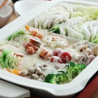 ホットプレートで、豆乳味噌チーズ鍋