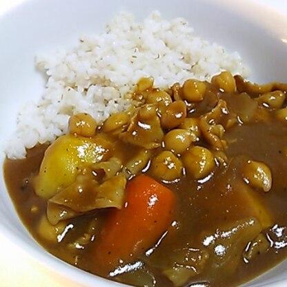 麦ご飯でいただきました♪ 初めてカレーにココナッツウォーターを入れましたが、甘みが出ておいしかったです。 ステキなレシピをありがとうございます!