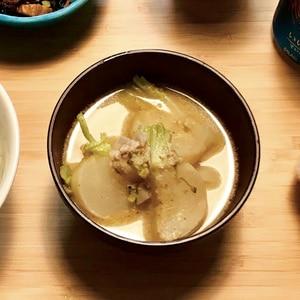 蕪と豚肉の胡麻味噌豆乳スープ