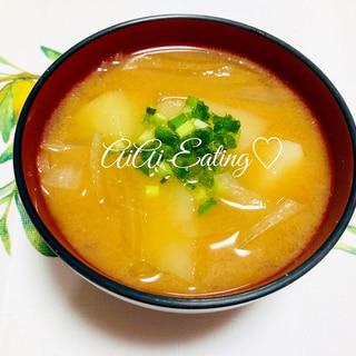 ♡簡単に汁物♪じゃがいもと玉ねぎの甘い味噌汁♡