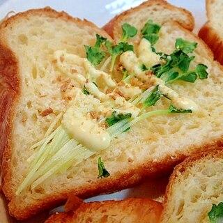 オニオン香る かいわれ大根のチーズデニッシュパン
