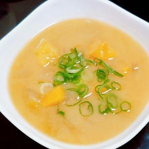 甘くてほっこり♡さつまいもと玉ねぎのの味噌汁♡