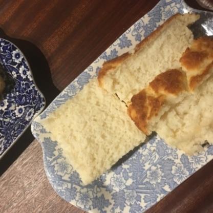 ほんのり甘くて、家族に好評!!熱いうちに切ってしまってボロボロになりました。今度は冷めてから切ります。美味しかったし、普通の小麦のパンより簡単ですね!!
