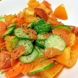 トマトときゅうりとにんじんのサラダ