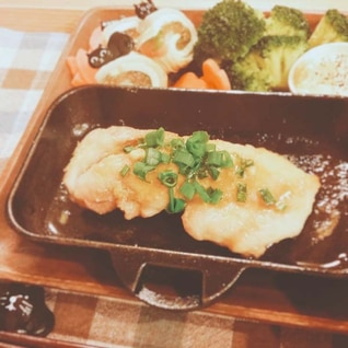 鶏ももスキレット焼きon香味ダレ【190kcal】