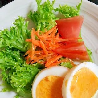 レタスとトマトとゆで卵のフレンチサラダ