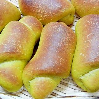 夜仕込み朝、焼きたてのパンを☆かぼちゃロールパン!