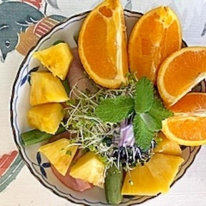 リーフレタス 、パープルアスパラ、オレンジのサラダ