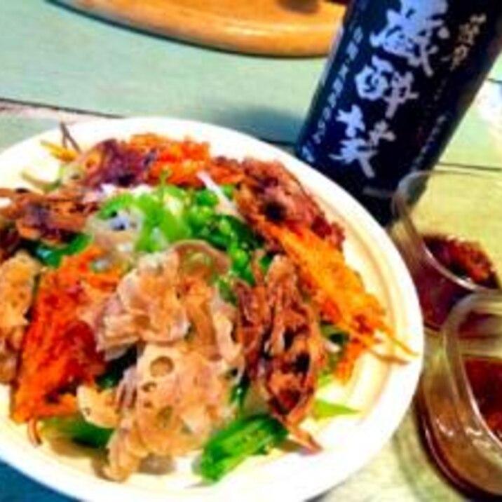 焼酎ドレッシングでサクサク根菜のせ大根サラダ