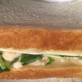 卯の花と三つ葉とチーズのサンドイッチ