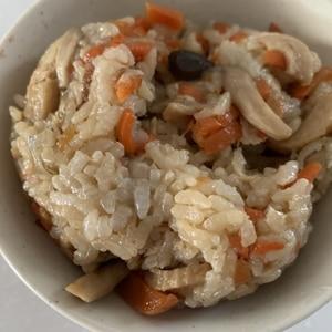 鮭フレークで炊き込みご飯