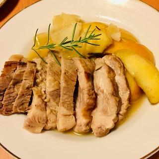 香り豊かな柔らか豚ロース肉とりんごの白ワイン煮