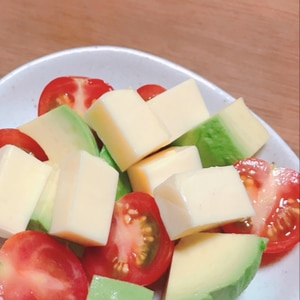 さっぱり♡アボカドとミニトマトとチーズのサラダ