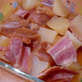 「大根と、新発田麩、ベーコンの煮物」   ♪♪