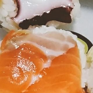 サーモンタコの手まり寿司