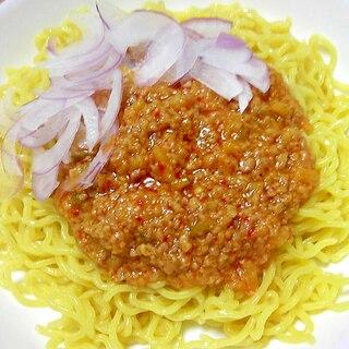 辛味が美味しい♪麺に絡みやすいジャージャー麺