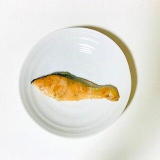 レモンバターソースの鮭のムニエル