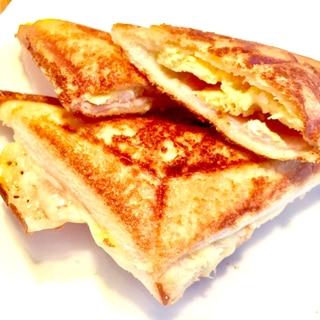 カフェ風な朝食!ハムチーズたまごのホットサンド