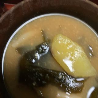 さつまいもとわかめの味噌汁