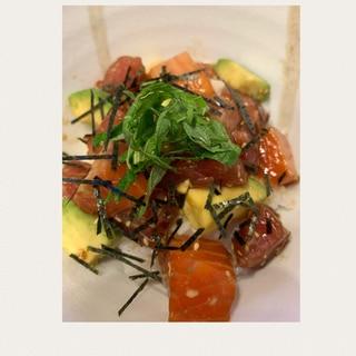 まぐろとサーモンとアボカドの簡単海鮮丼♪