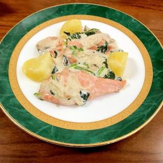 鮭とほうれん草・えのき・じゃがいものクリーム煮