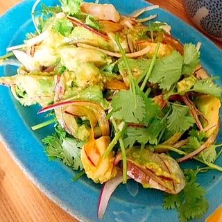 パクチーづくし★白身魚とアボカドのサラダ