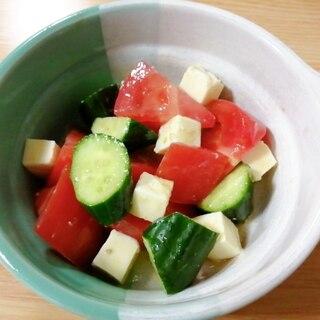 トマトときゅうりとベビーチーズのサラダ