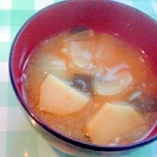 玉ねぎのコロコロ切りと、じゃがいもの味噌汁♪