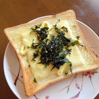 海苔フレークのチーズトースト