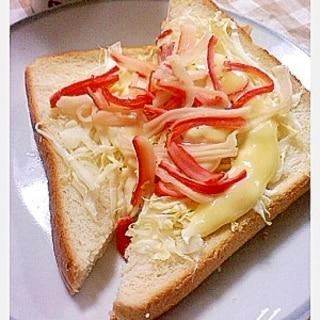 朝食にいかがですか!キャベツとカニカマトースト