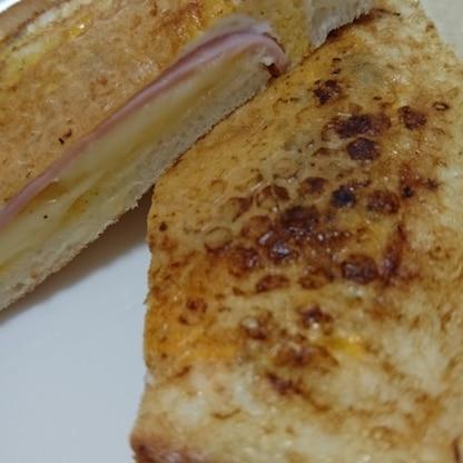 朝食にいただきました。ホットサンドが食べたかったので、とても嬉しいレシピです。しかも簡単で美味しい! ご馳走さまでした。