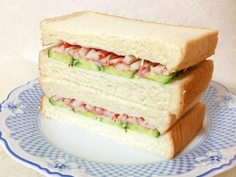 粒マスタードがピリッ!カニカマきゅうりサンドイッチ