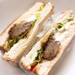 メンチカツの残りと食パンでラップサンド