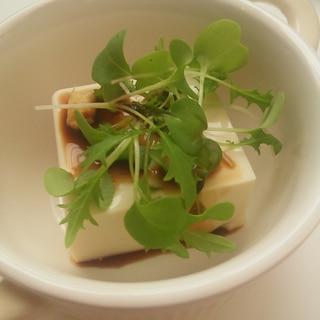 しょうゆと粉チーズとタバスコの冷奴豆腐