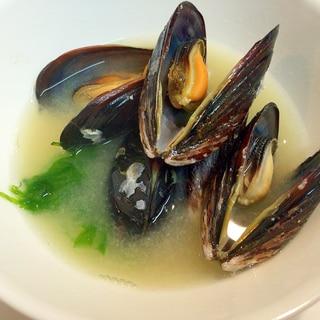 磯の香りたっぷり☆地元産ムール貝とあおさの味噌汁