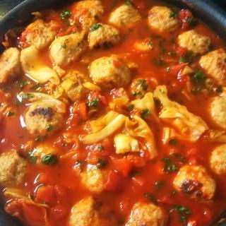 肉団子とキャベツのトマト煮込み