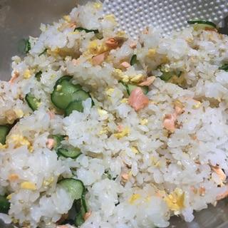 鮭ときゅうり、卵で簡単ちらし寿司