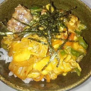 サバ味噌煮缶とキムチの卵とじ丼